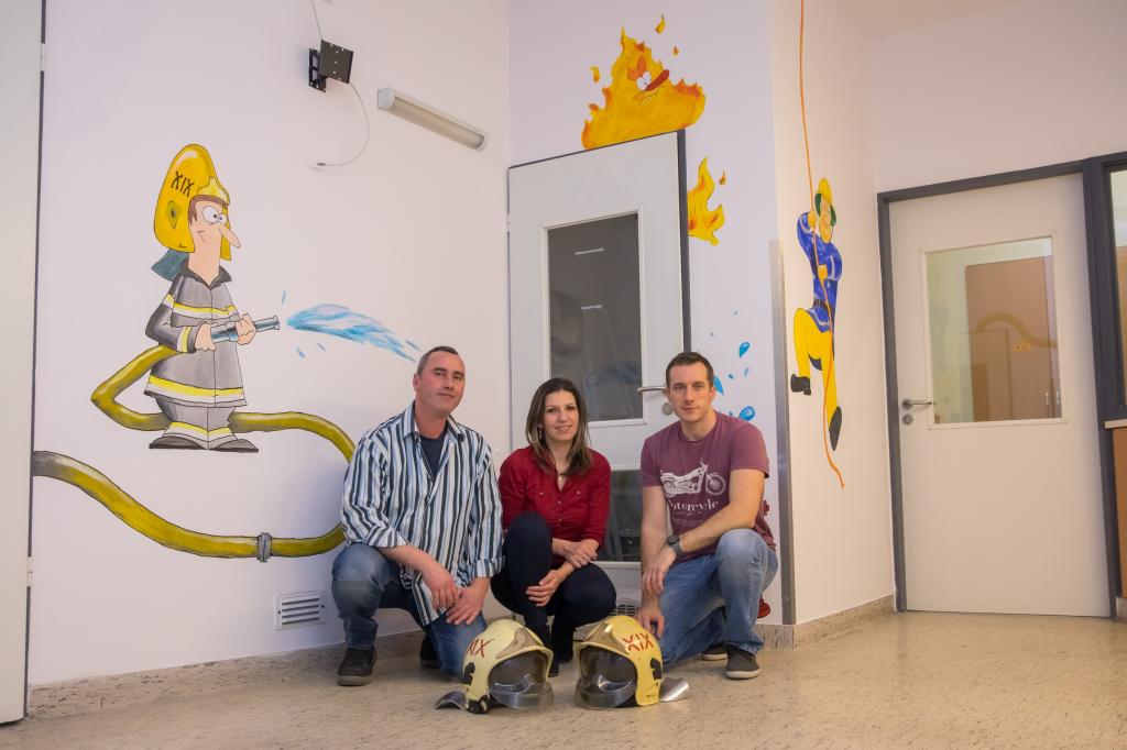 Kispesti tűzoltók dekoráltak ki egy kórházi gyerekszobát
