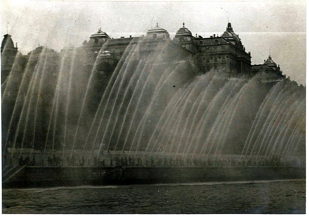 120 sugárral képezett vízfüggöny (1940)