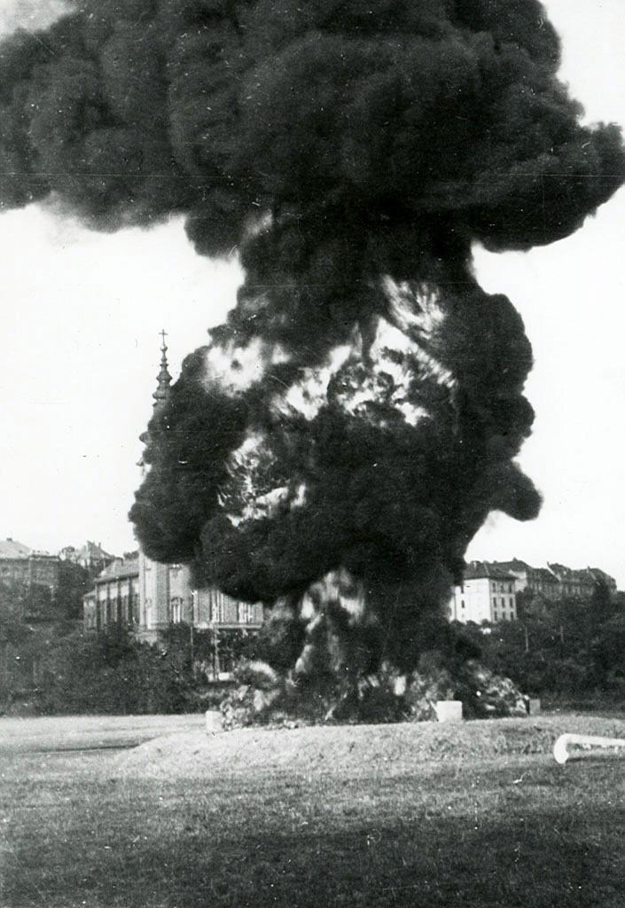 Bemutató a XI. kerületi laktanyánál (1941)