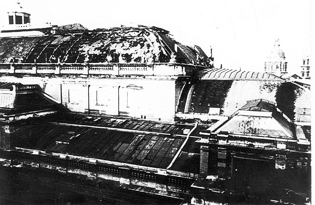 Az Opera tetőrésze a tűz eloltása után