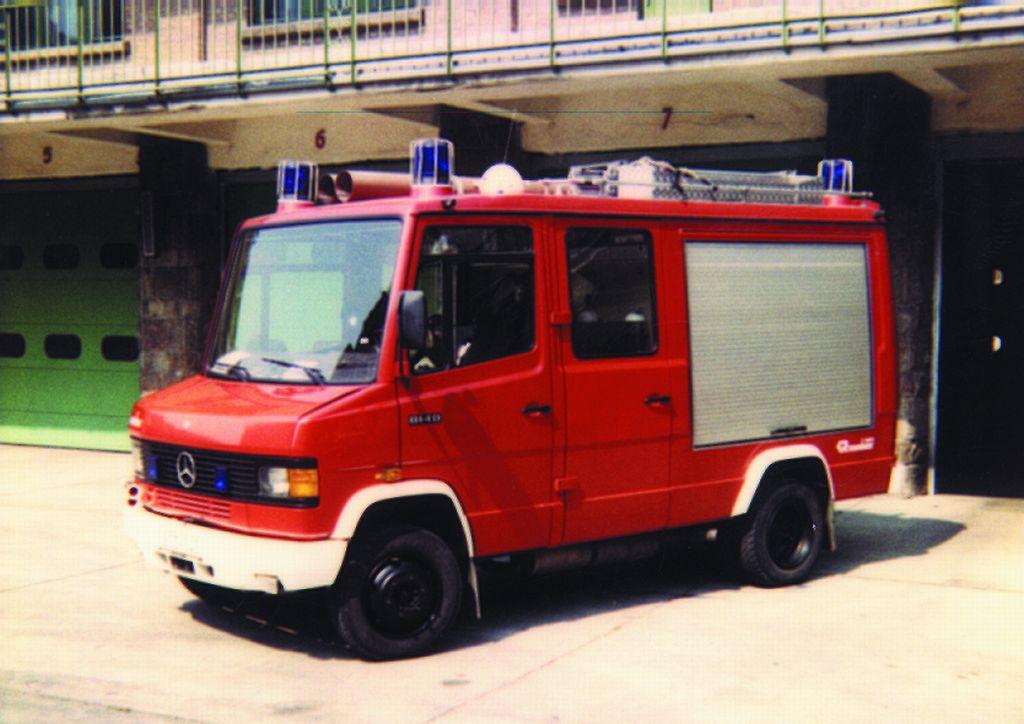 Mercedes-Rosenbauer 1000 könnyű kategóriájú tűzoltógépjármű