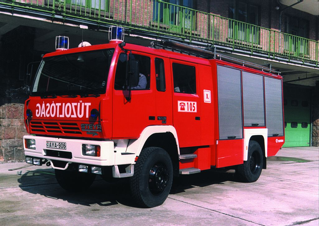 Steyer-Rosenbauer 4000 típusú tűzoltógépjármű