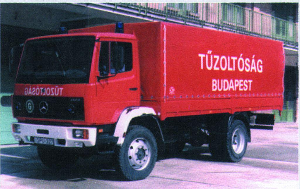 Mercedes típusú erdőtüzes tehergépjármű
