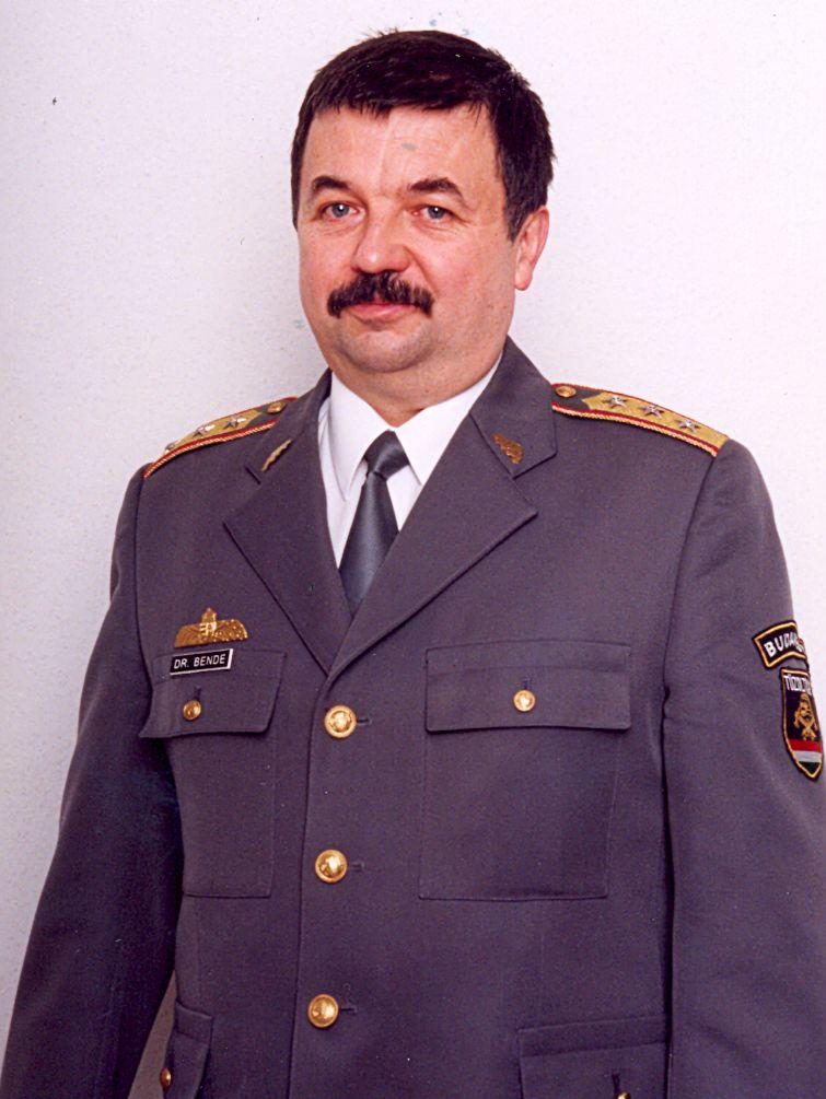 dr. Bende Péter tű. ezredes