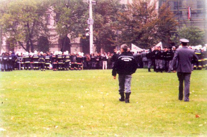 Tűzoltó demonstráció 2001