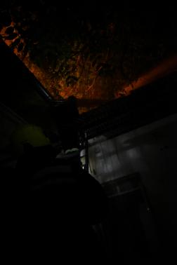 tűz a tetőn