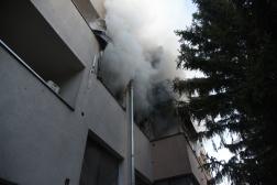 Ablakon áramlik a füst