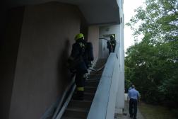 Felhatolás a lépcsőházban