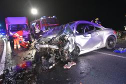 összetört gépjármű közeli kép